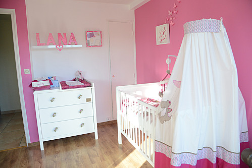 Exemple peinture chambre bebe fille for Couleur chambre bebe fille