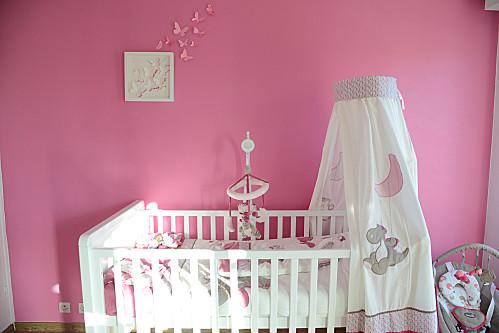la chambre de b b nycyla. Black Bedroom Furniture Sets. Home Design Ideas